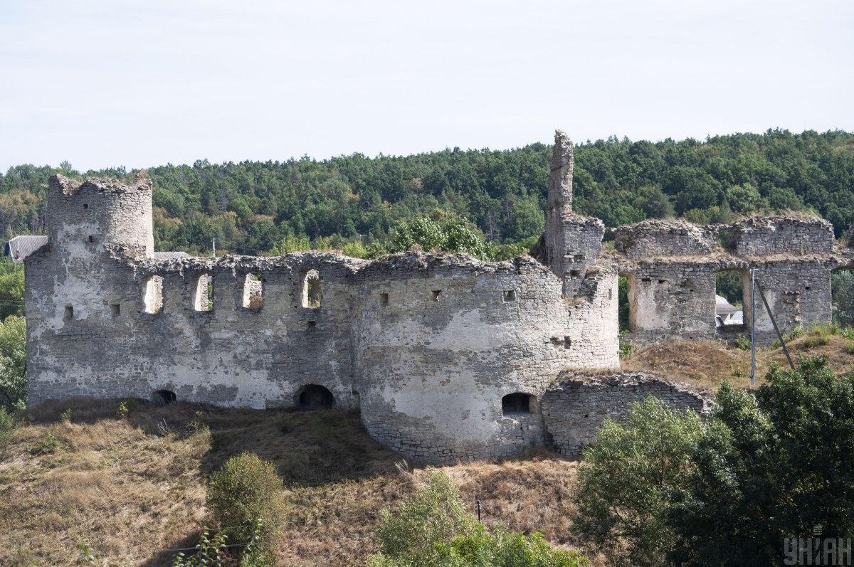 До наших времен Сидоровский замок сохранился лишь в виде руин / фото УНИАН
