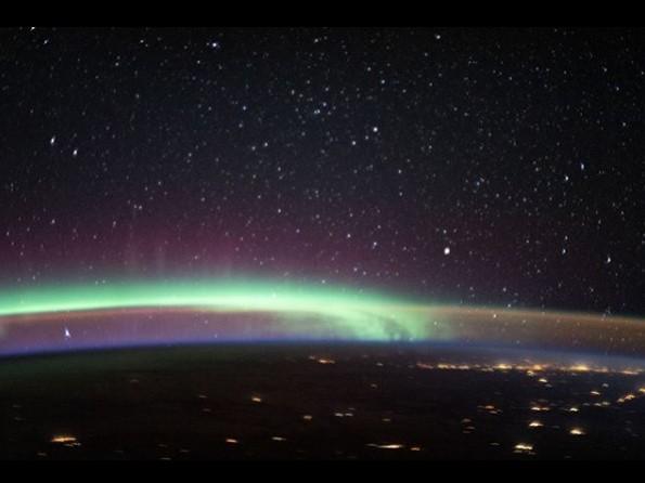 Астронавты НАСА сделали фото сразу двух явлений над Землей / фото NASA