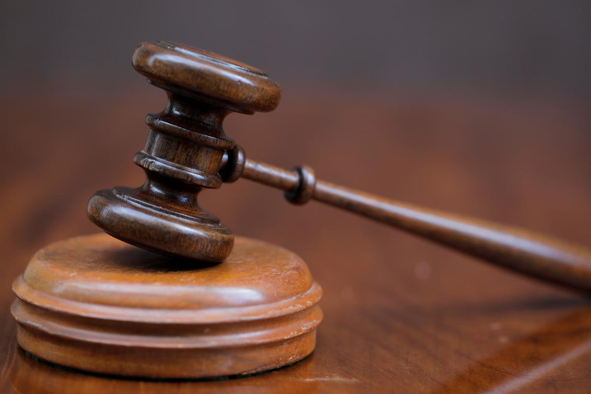 У Кременчуці працівник ліцею отримав три роки умовно через секс-відео з дружиною / фото REUTERS