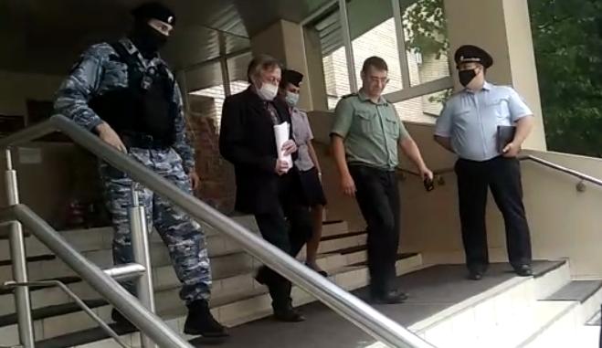 Ефремова эвакуировали из зала суда/ Скріншот YouTube