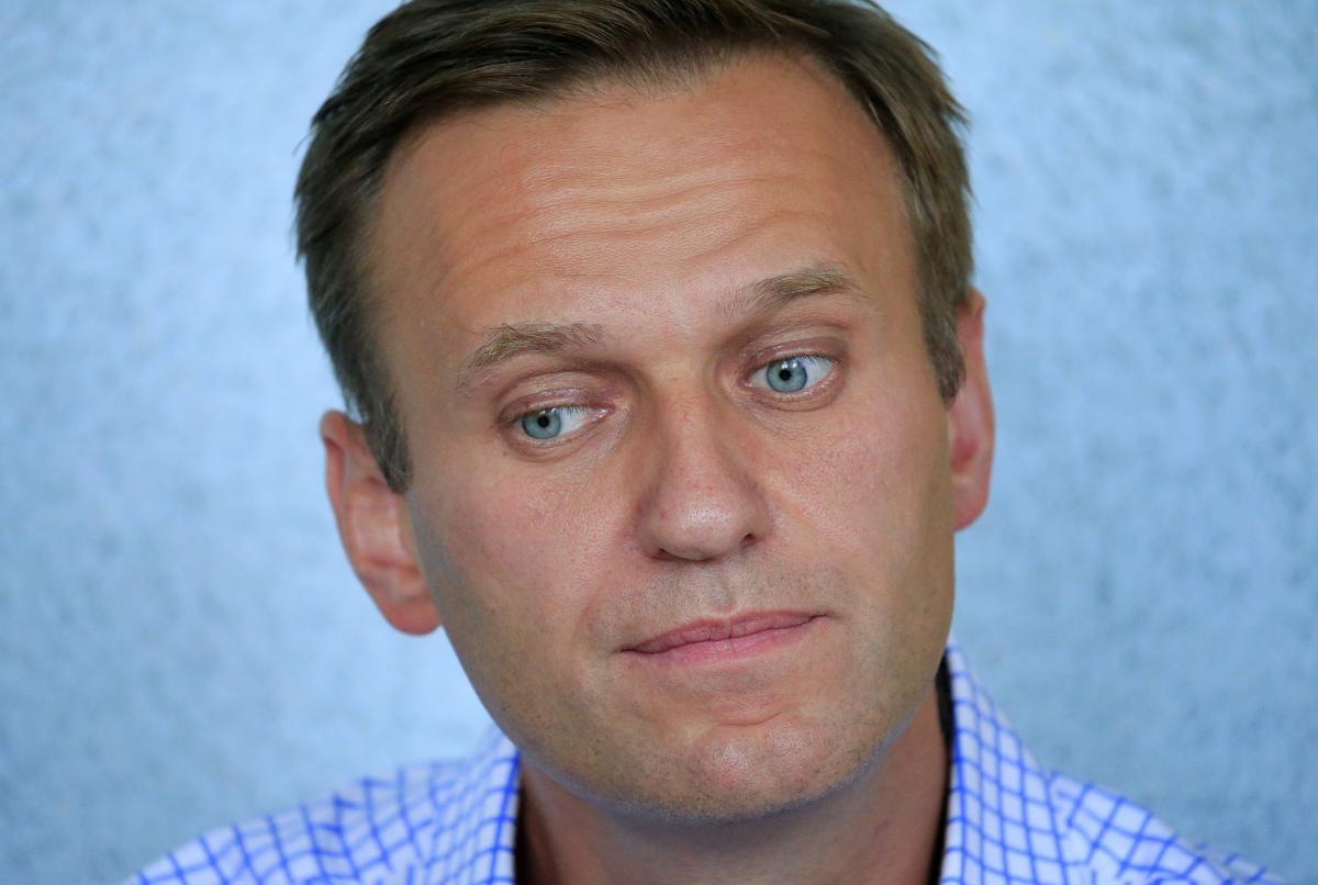 Навальный после отравления вышел из комы и самостоятельно дышит / фото REUTERS