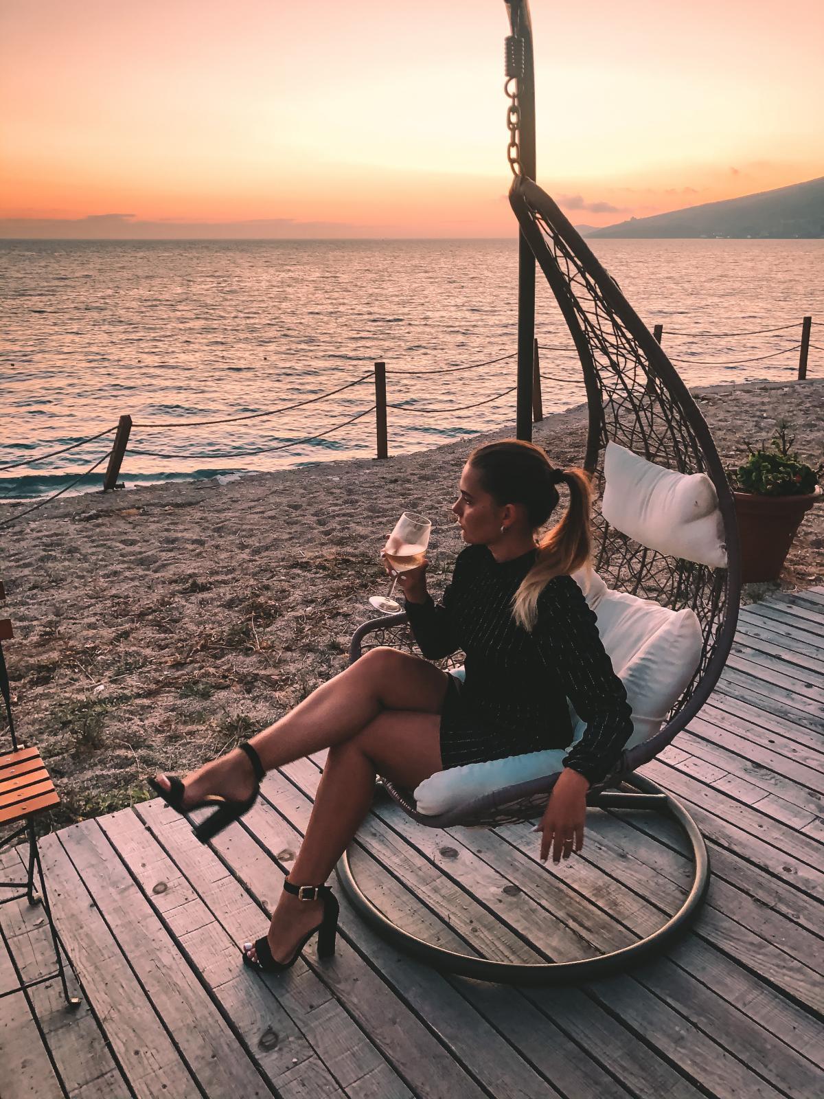 Вкуснейшее вино на фоне потрясающих закатов в Албании / фото Лилия Прядко