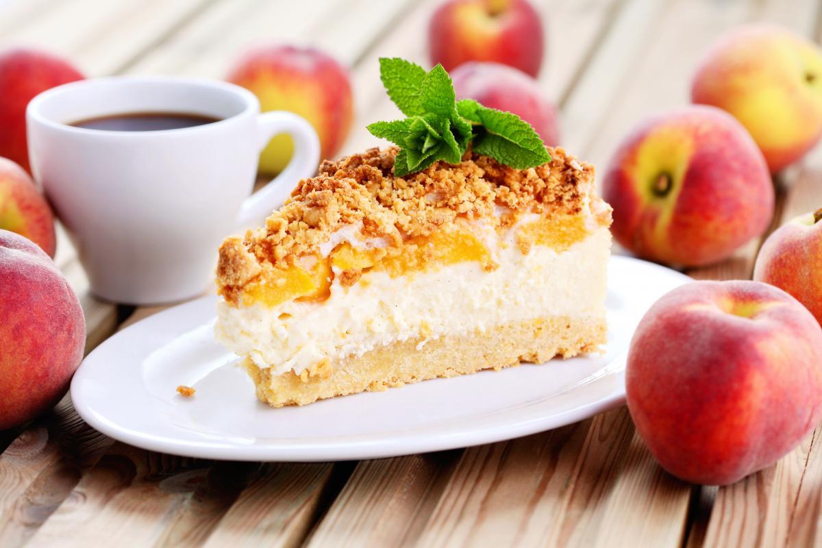 Как приготовить пирог с персиками / фото ua.depositphotos.com