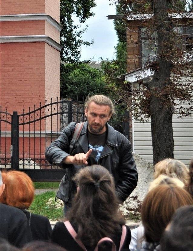 Екскурсовод Володимир Пилипенко зазначає, що гостей у Чернігові в серпні побільшало / фото Ярина Мирославська