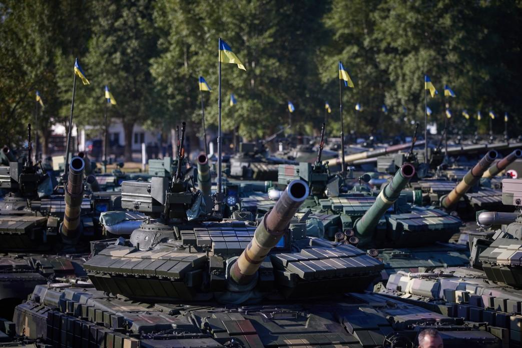 Военным переданы модернизированные танки Т-64 и Т-72 / фото president.gov.ua