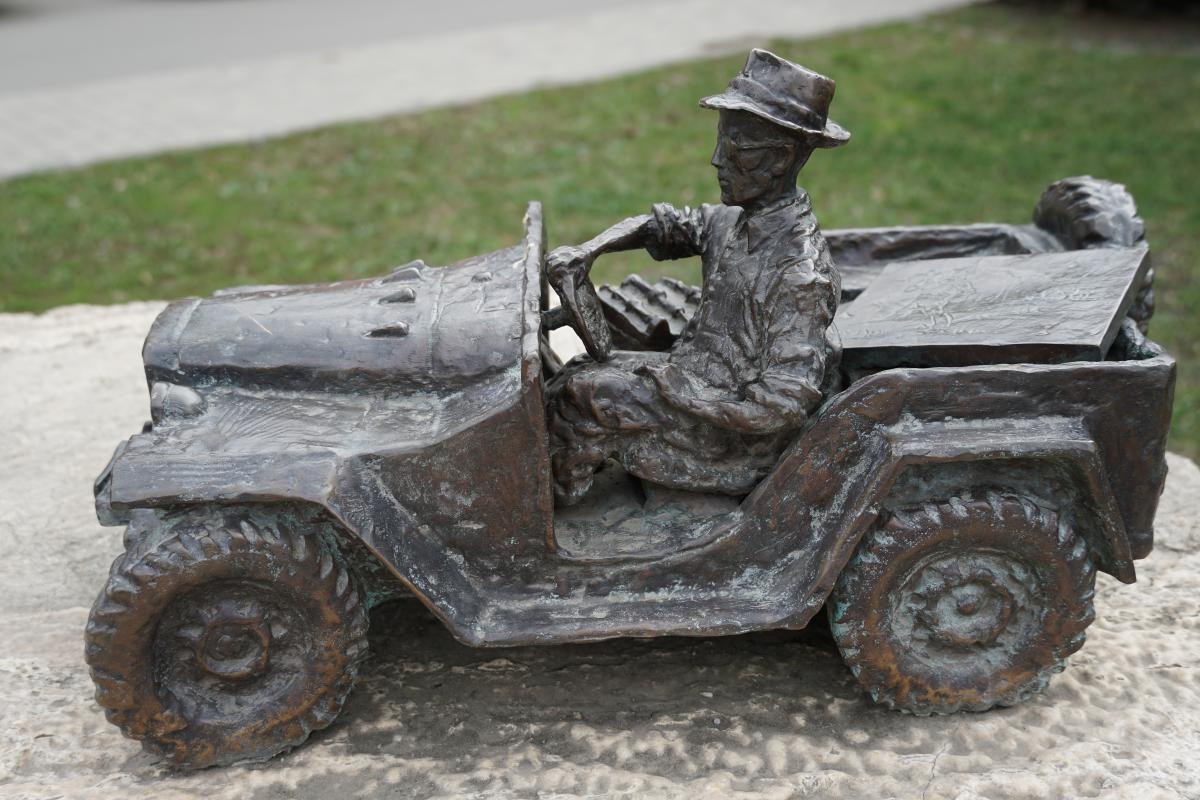 Міні-скульптура художника Гаврила Глюка/ фото УНІАН
