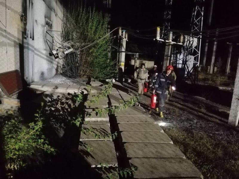 По данным СМИ, на заводе произошел взрыв / фото ГСЧС