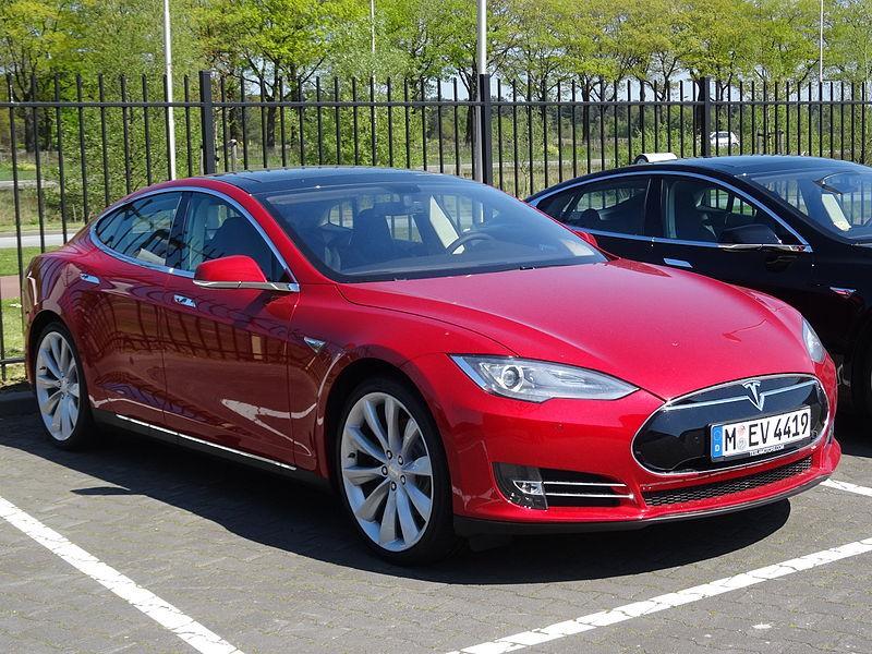 Автопилот Tesla заснял преступника / Википедия