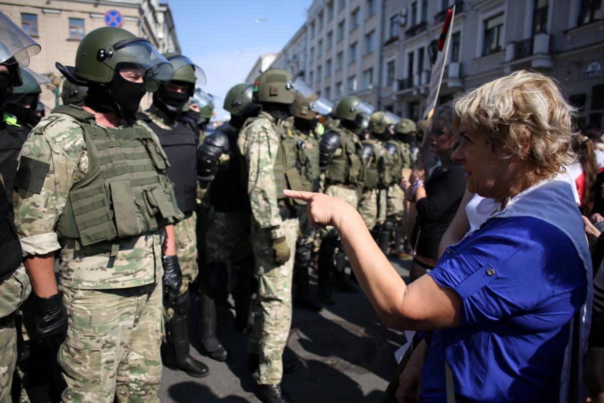 На белорусов открыли 43 уголовных дела за оскорбления и угрозы силовикам / Reuters