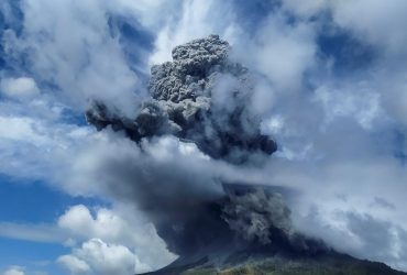 В Индонезии проснулся вулкан: впечатляющие фото
