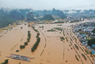 В Китае из-за сильных дождей эвакуировали 40 тысяч людей