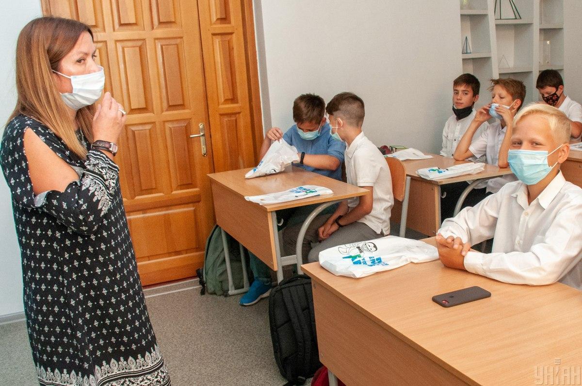 Украинцы считают, что обучение в школах нужно проводить по традиционной системе / фото УНИАН, Андрей Мариенко