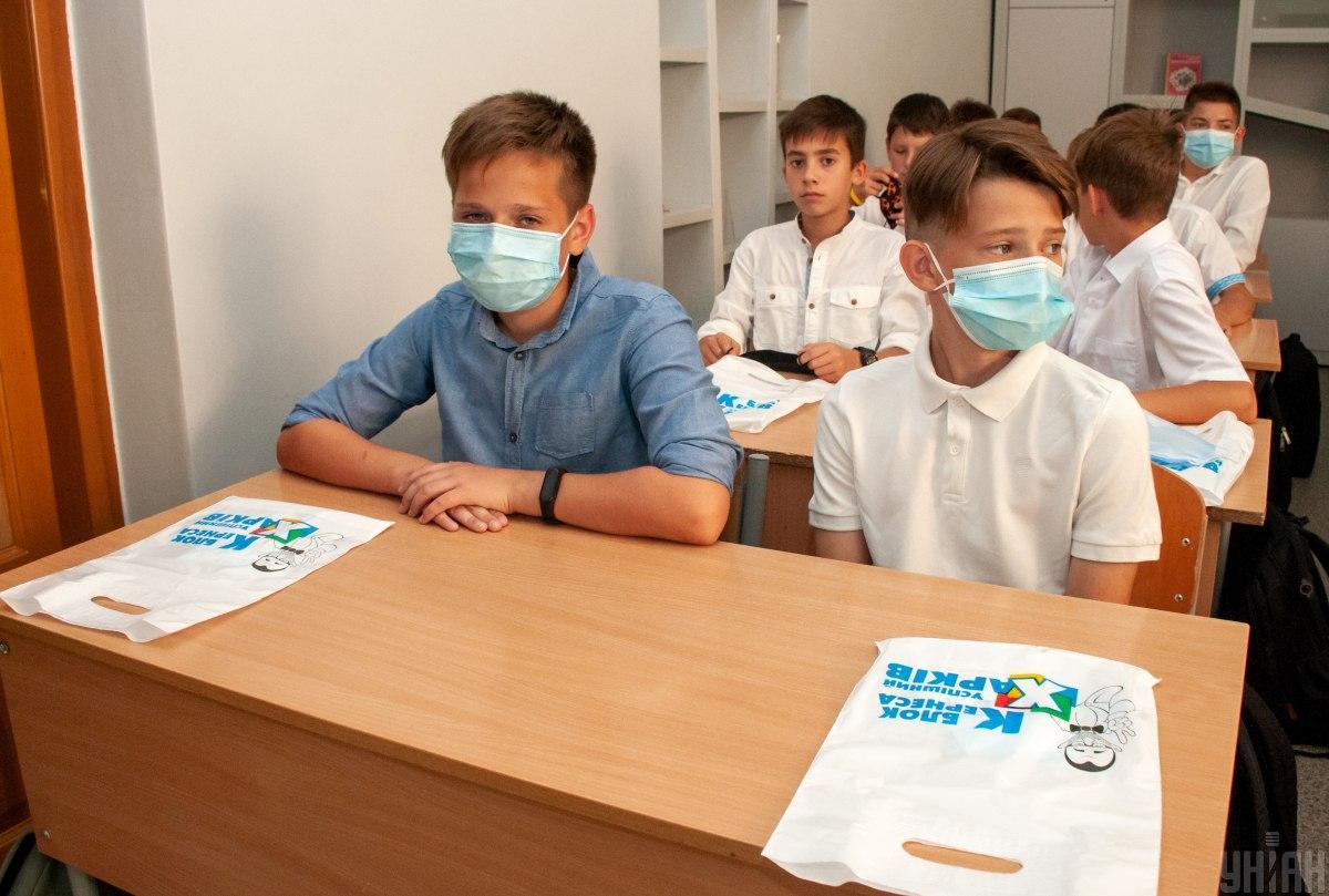 В КГГА сообщили, что уровень заболеваемости учителей и школьников низкий \ фото УНИАН