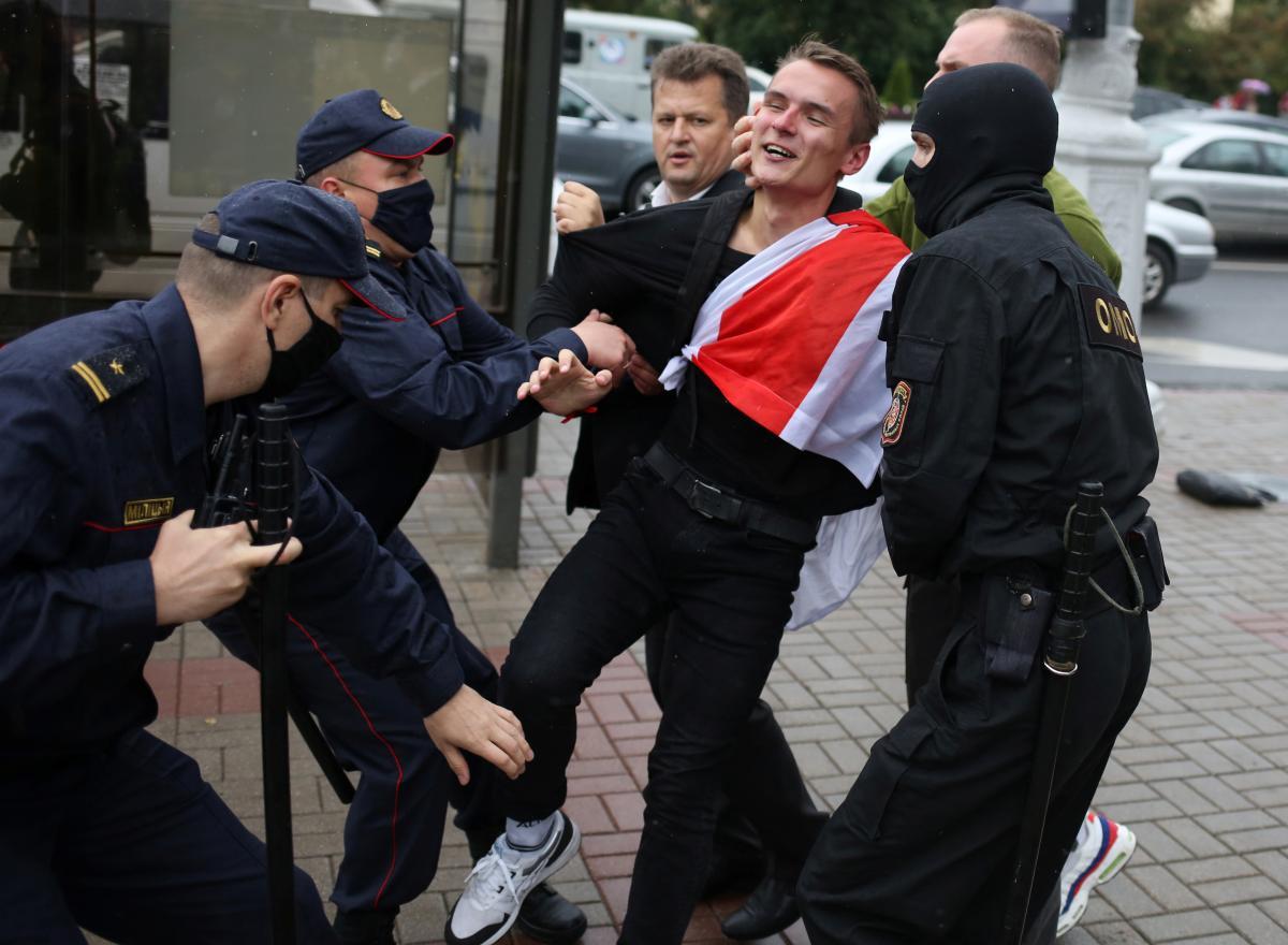 Кулеба також заявив про підтримку народу Білорусі \ фото REUTERS