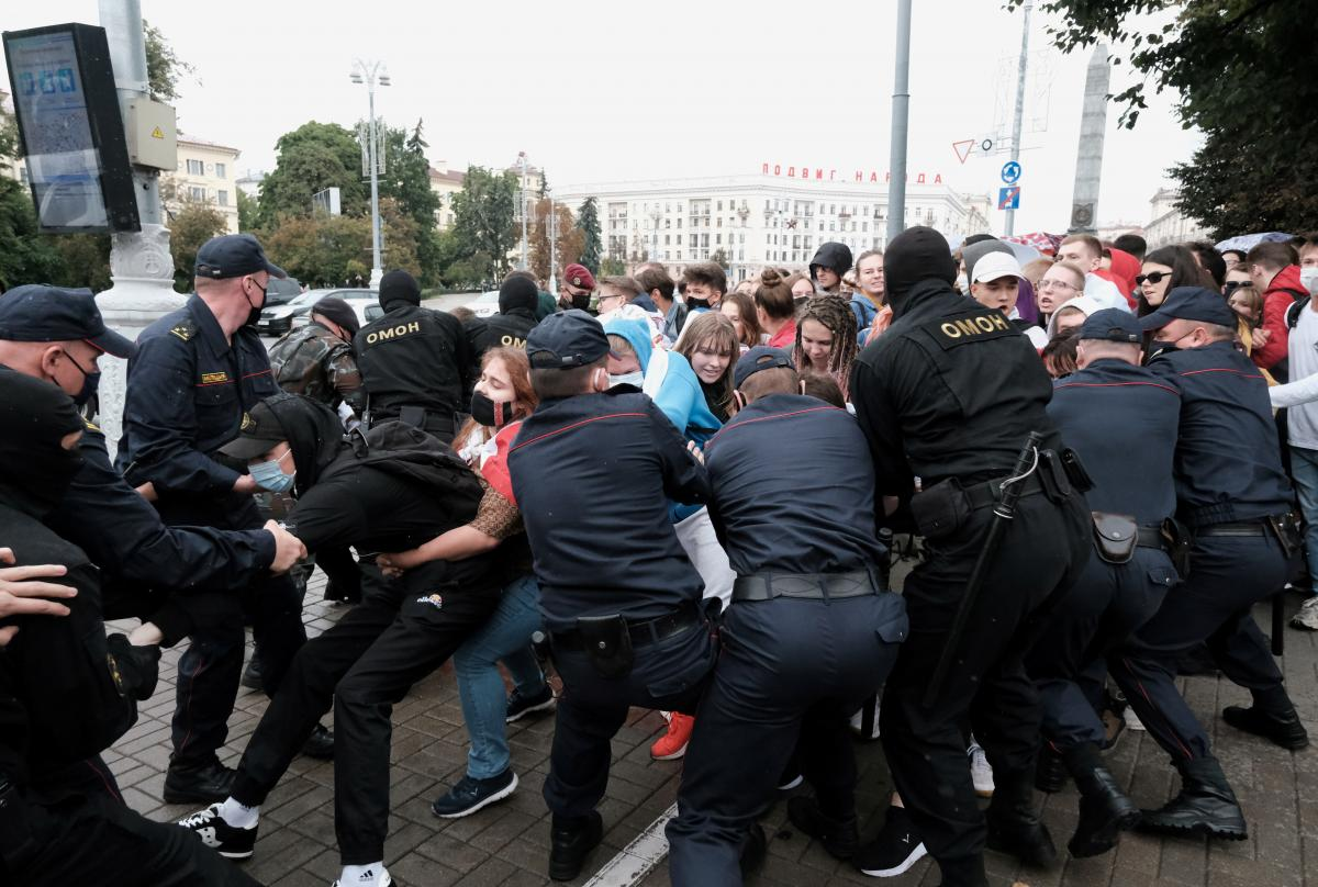 Действия силовиков министр считает гуманными / фото REUTERS