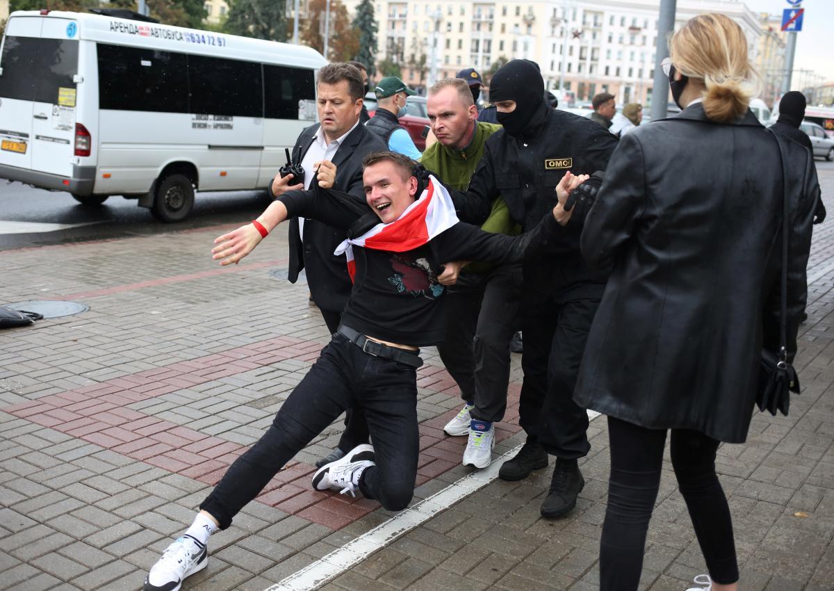 В воскресенье в Минске массово задерживали протестующих / фото REUTERS