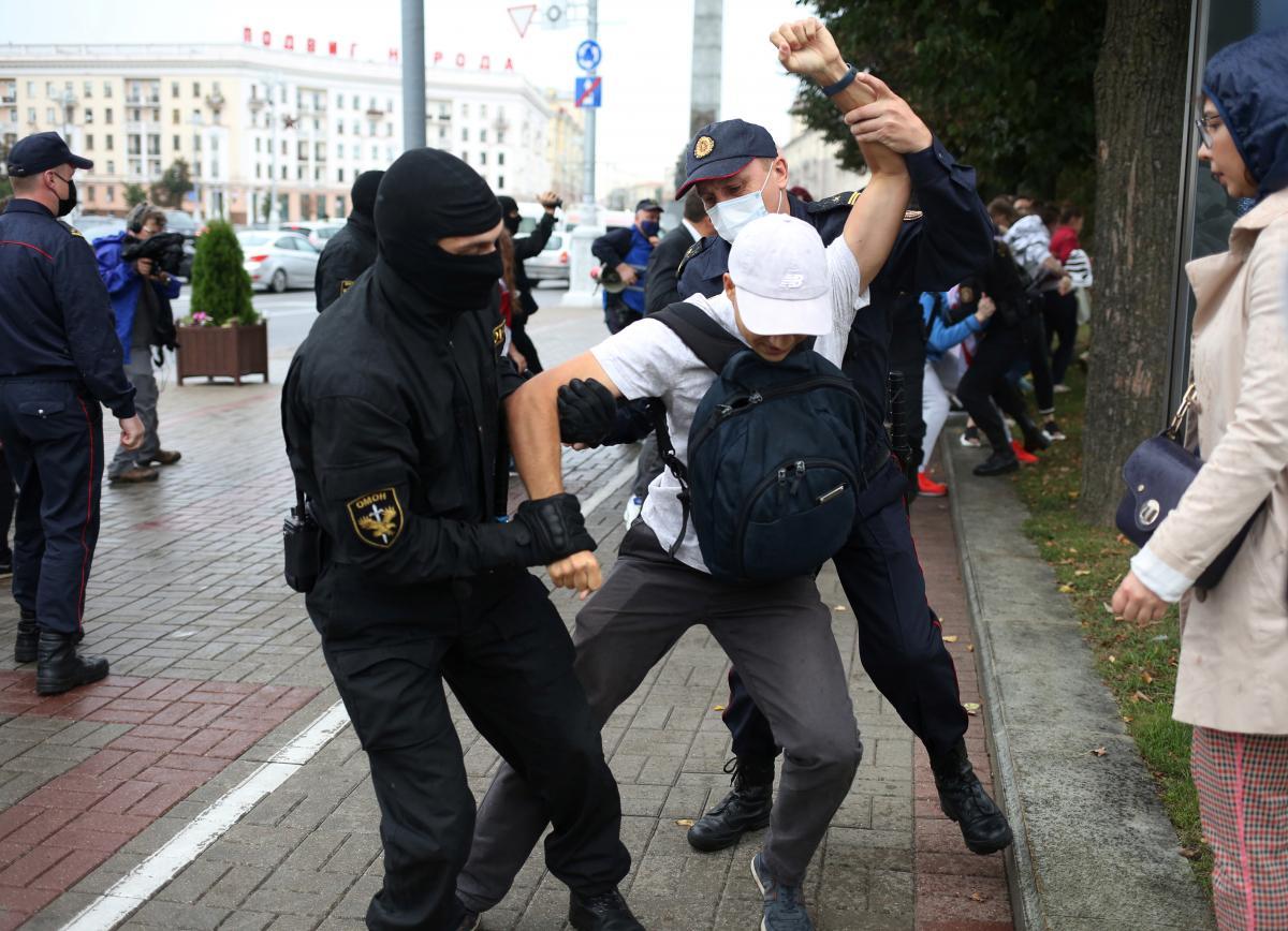 США требуют от белорусской власти прекратить насилие против демонстрантов / фото REUTERS