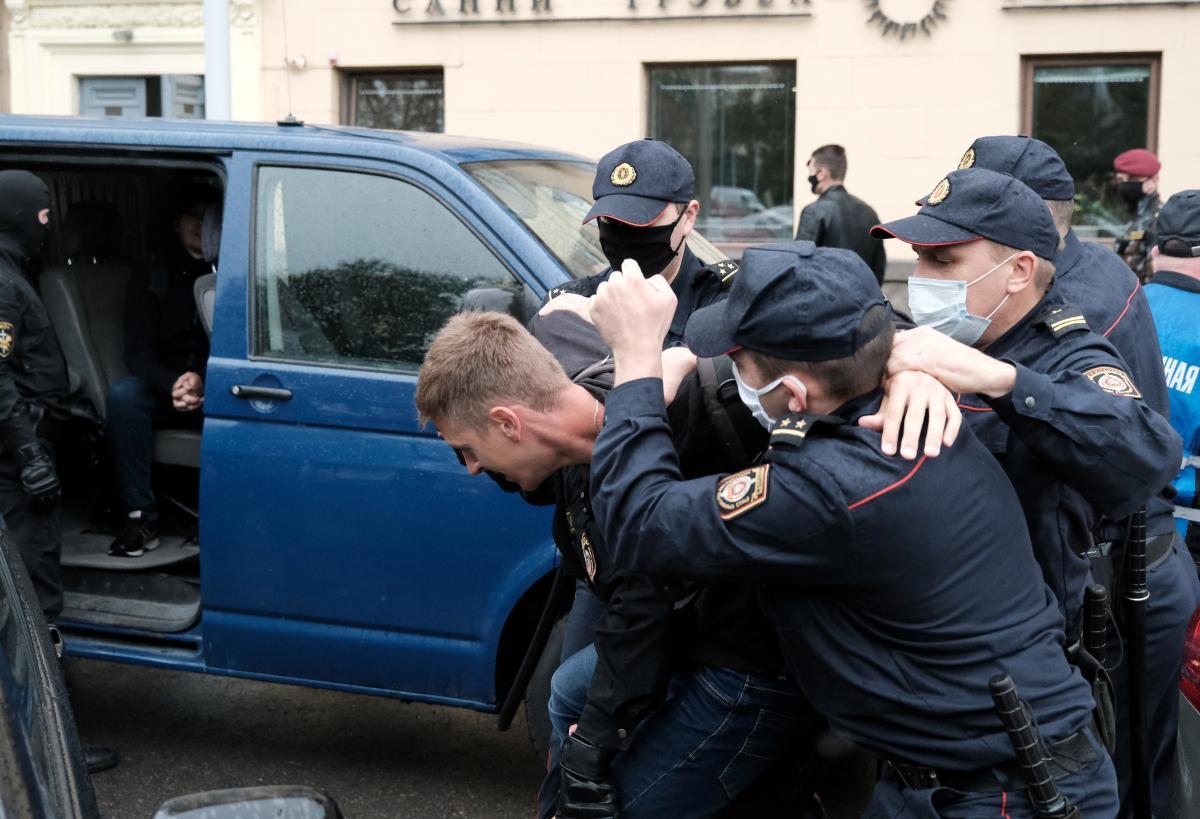 Во время протестов в Беларуси власти самостоятельно выключали интернет в столице, а также блокировали доступ к оппозиционным СМИ / фото REUTERS