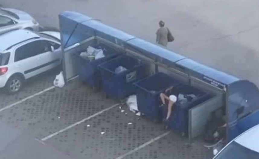Парень бросил девушку в мусорный бак / скриншот с видео