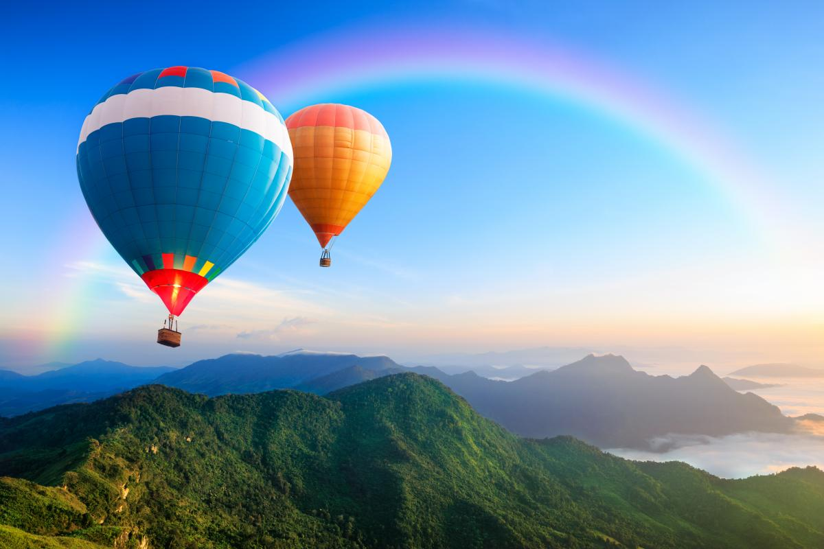 У цей день в Парижі стартували перші міжнародні змагання на повітряних кулях, наповнених гарячим повітрям / фото ua.depositphotos.com