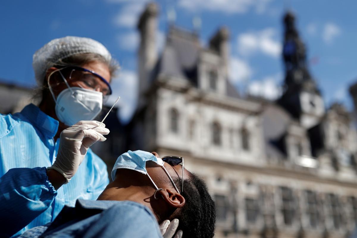 В Великобритании за минувшие сутки было зарегистрировано более 17 тысячбольных COVID-19 / фото REUTERS