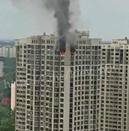 Огонь охватил квартиру на 24-м этаже/ скриншот из видео