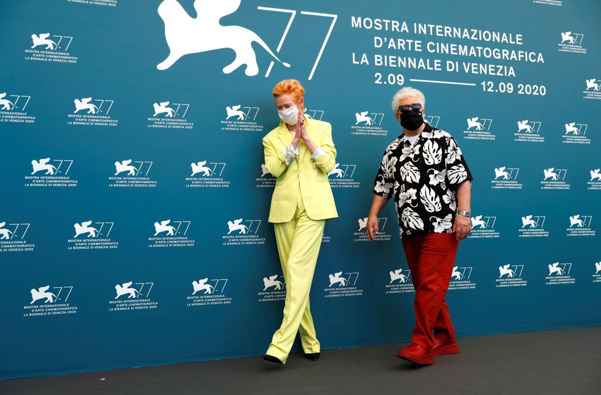 Тильда Суинтон и Педро Альмодовар / фото REUTERS