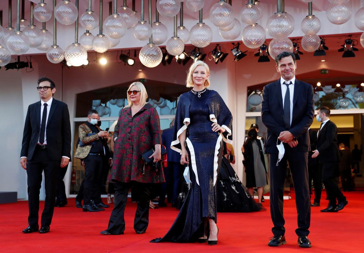 Кейт Бланшетт и другие члены жюри / фото REUTERS