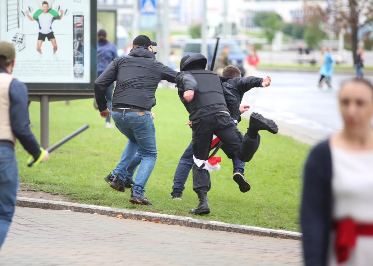 В Беларуси продолжаются массовые протесты \ фото REUTERS