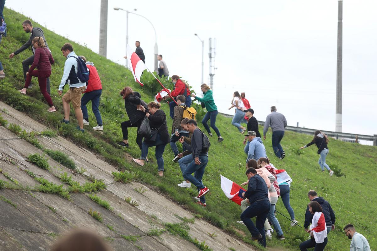 В Беларуси задерживают участников протестов / REUTERS