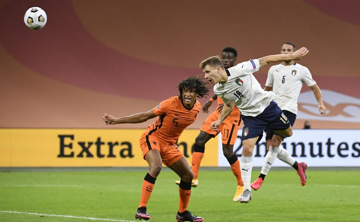 Николо Барелла забивает победный мяч в ворота Нидерландов / фото REUTERS