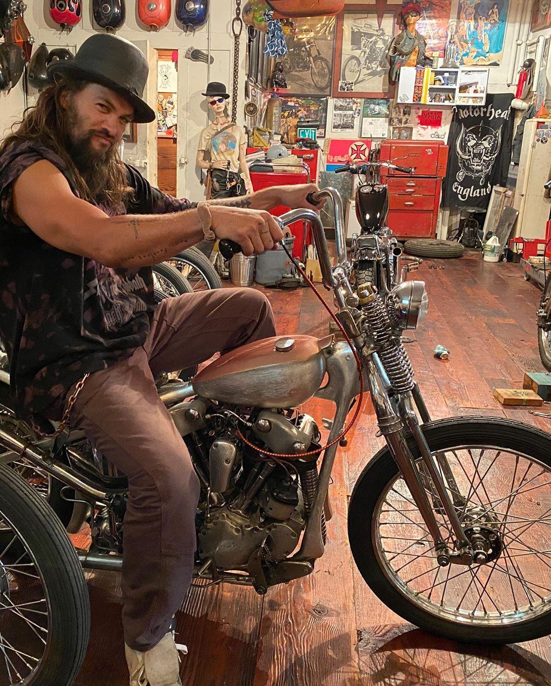 Гремучая смесь: Момоа и мотоцикл / фото Джейсон Момоа, Instagram