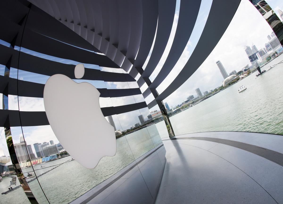 В настоящее время нет информации о том, что Apple намеренавыйти на рынок гнущихся смартфонов \ фото REUTERS