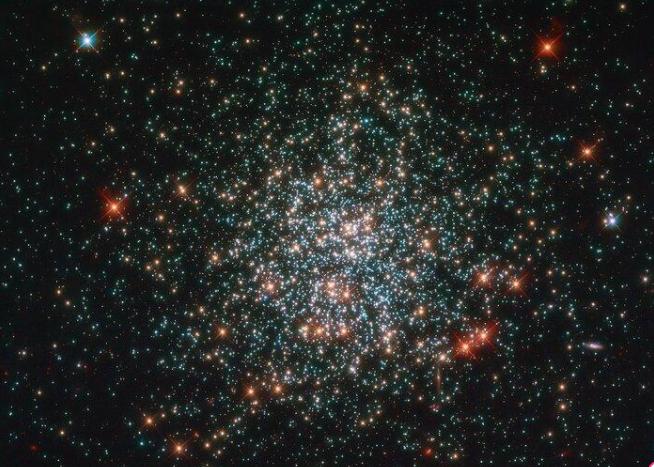 Поиск внеземных цивилизаций пока не принес плодов / фото ESA/Hubble & NASA, L. Girardi
