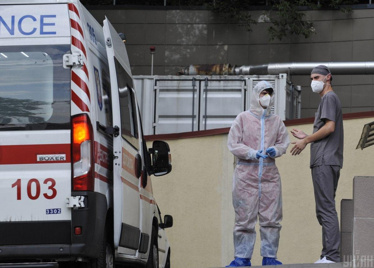 Коронавірус новини - стало відомо, чому швидка не квапиться до хворих з COVID-19 / фото УНІАН, Сергій Чузавков