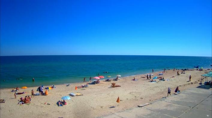 Людей на пляжі небагато / ria-m.tv