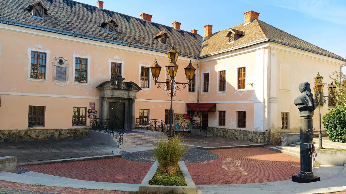 Білий палац Ракоці в Мукачеві / фото Максим Адаменко