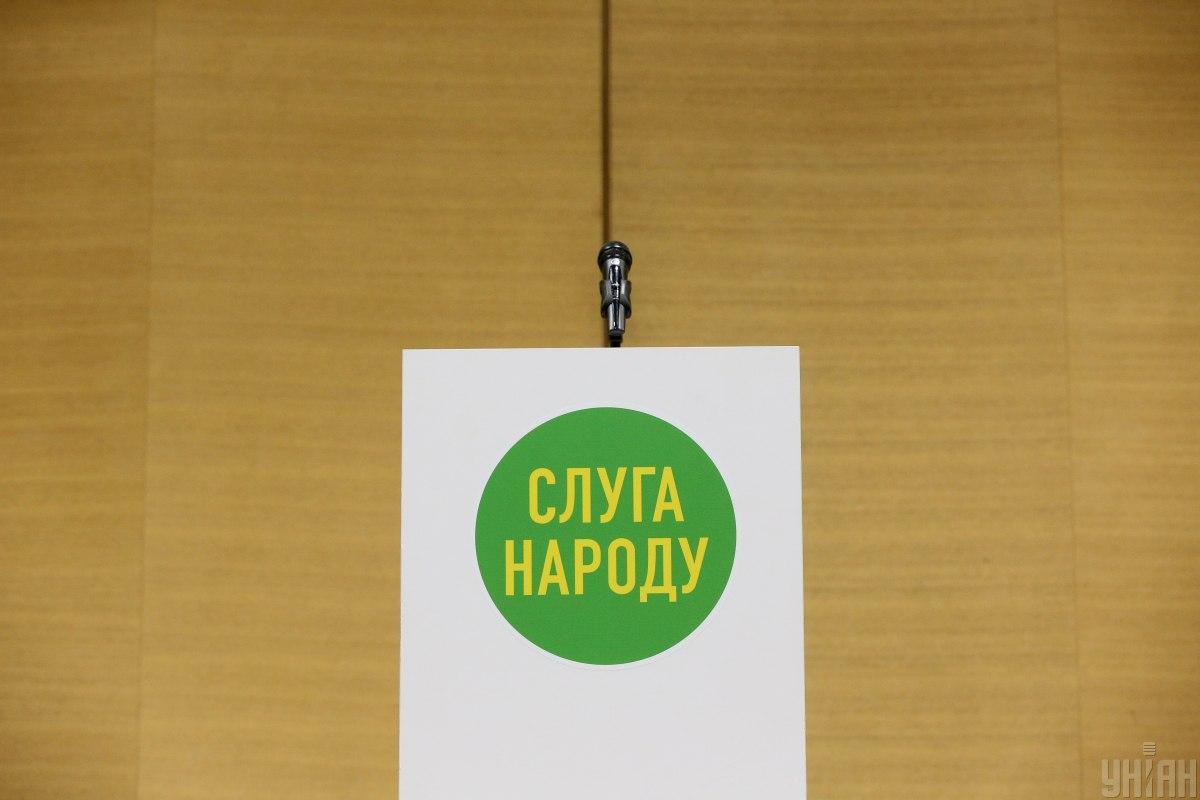 """В """"Слуге народа"""" повесили лого партии на икону Богородицы / фото УНИАН, Инна Соколовская"""