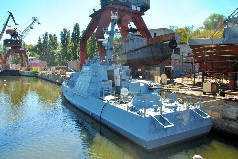 Катер Бердянськ спустили на воду після ремонту/ фото facebook.com/ukroboronprom