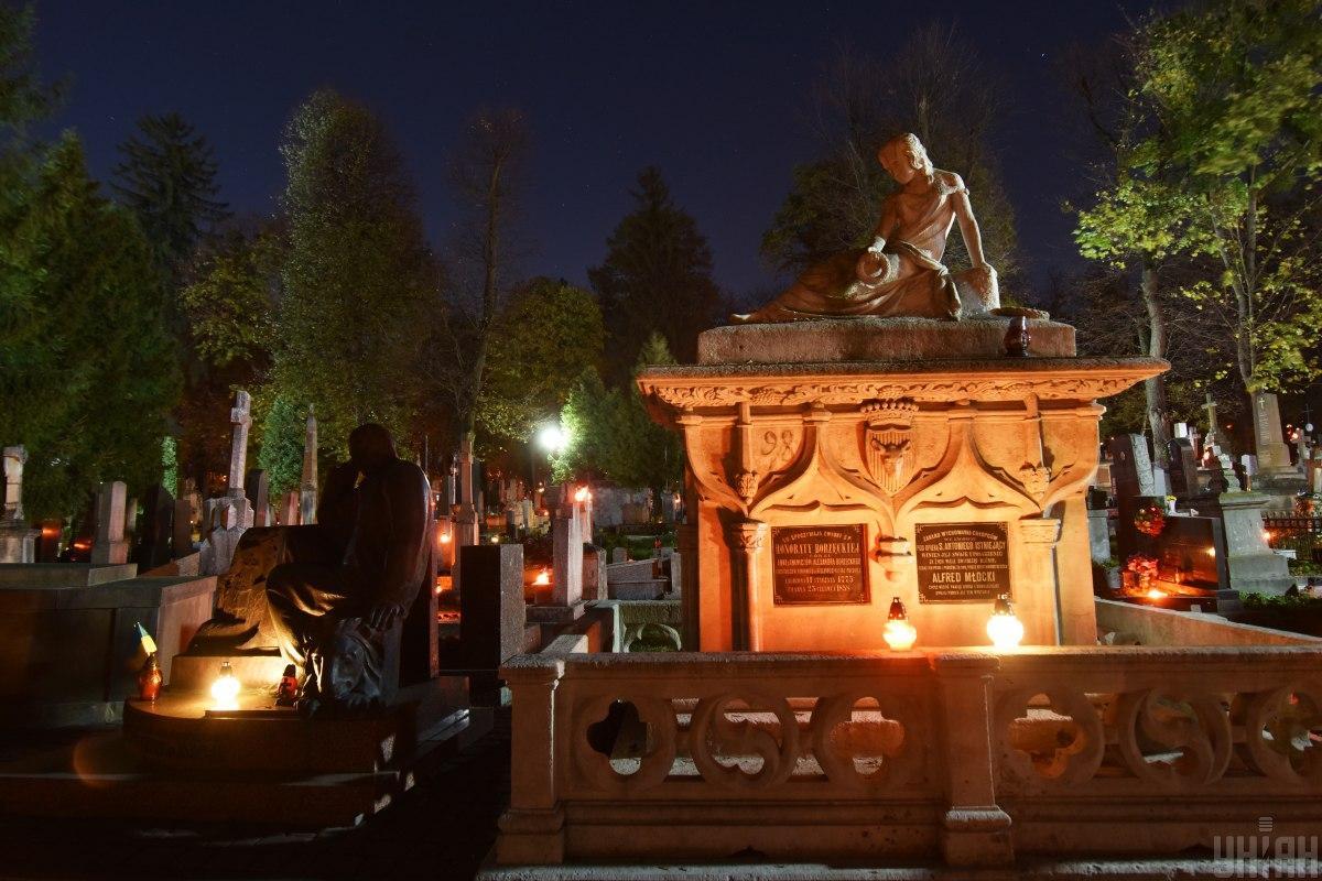 Личаківський цвинтар у Львові / фото УНІАН (Павло Паламарчук)