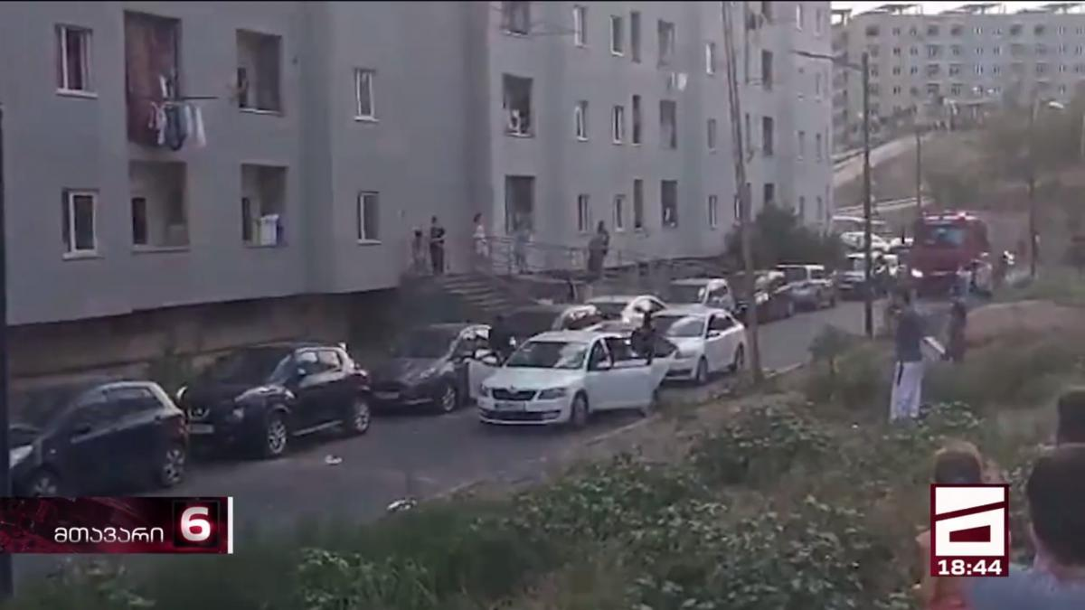 На месте происшествия работают спасатели и правоохранители / скриншот из видео