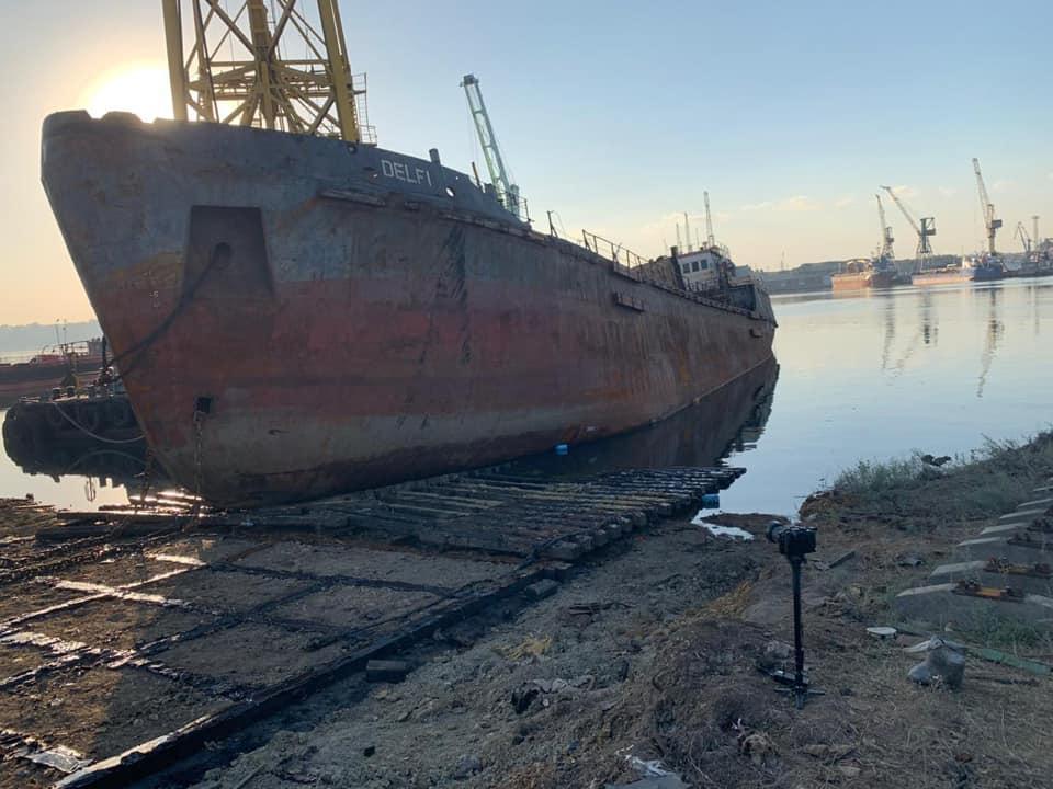 Сейчас танкер находится в порту Черноморска / фото Владислав Криклий, Facebook