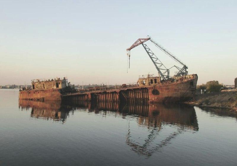 Танкер весь заржавел / фото portnews.ru