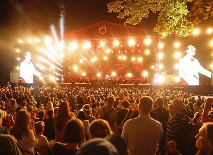 В Днепре на День города устроили зрелищный концерт классической музыки под открытым небом / фото nashemisto.dp.ua