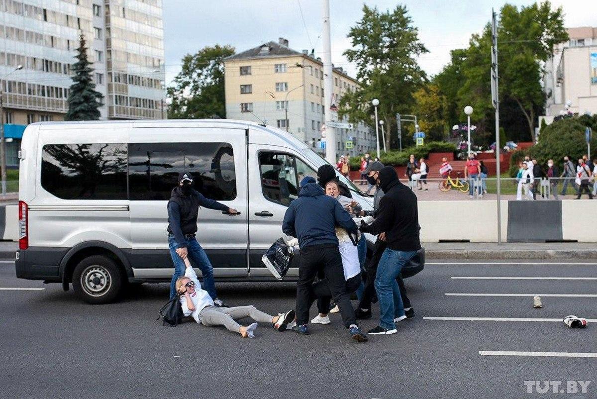 В Минске силовики снова хватают людей на улицах / TUT.by