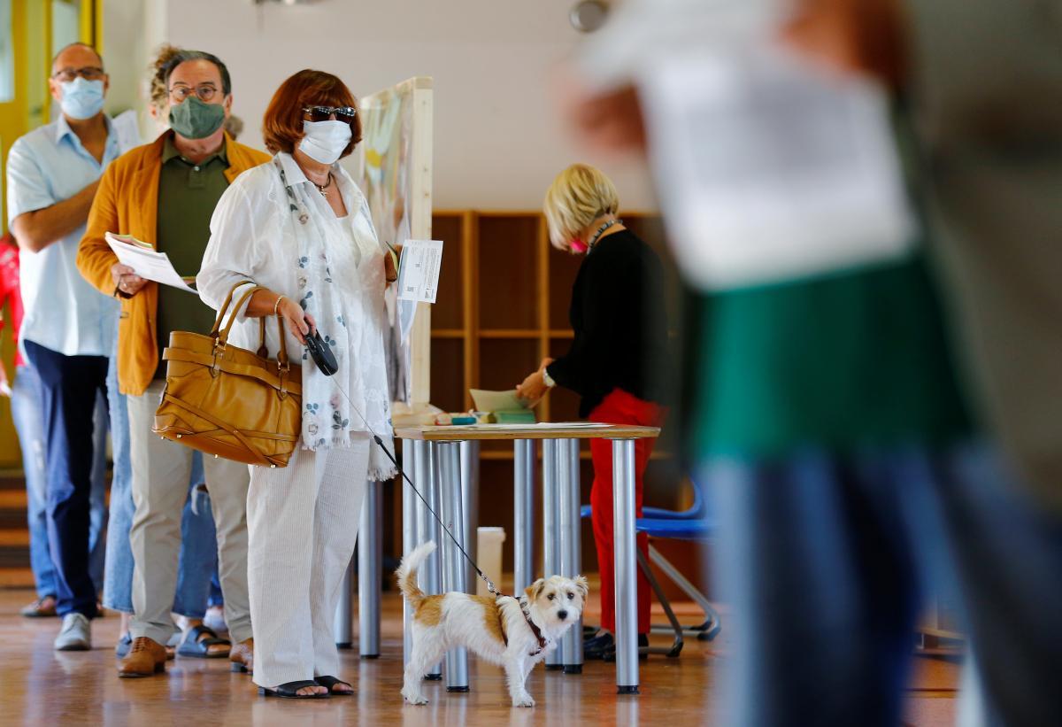 COVID-19 повлияет на явку на местных выборах и на работу избирательных комиссий / фото REUTERS