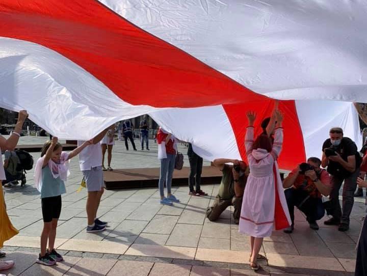 В Киеве поддержали протестующих Беларуси / фото facebook.com/DyakovaAnastasiyaD