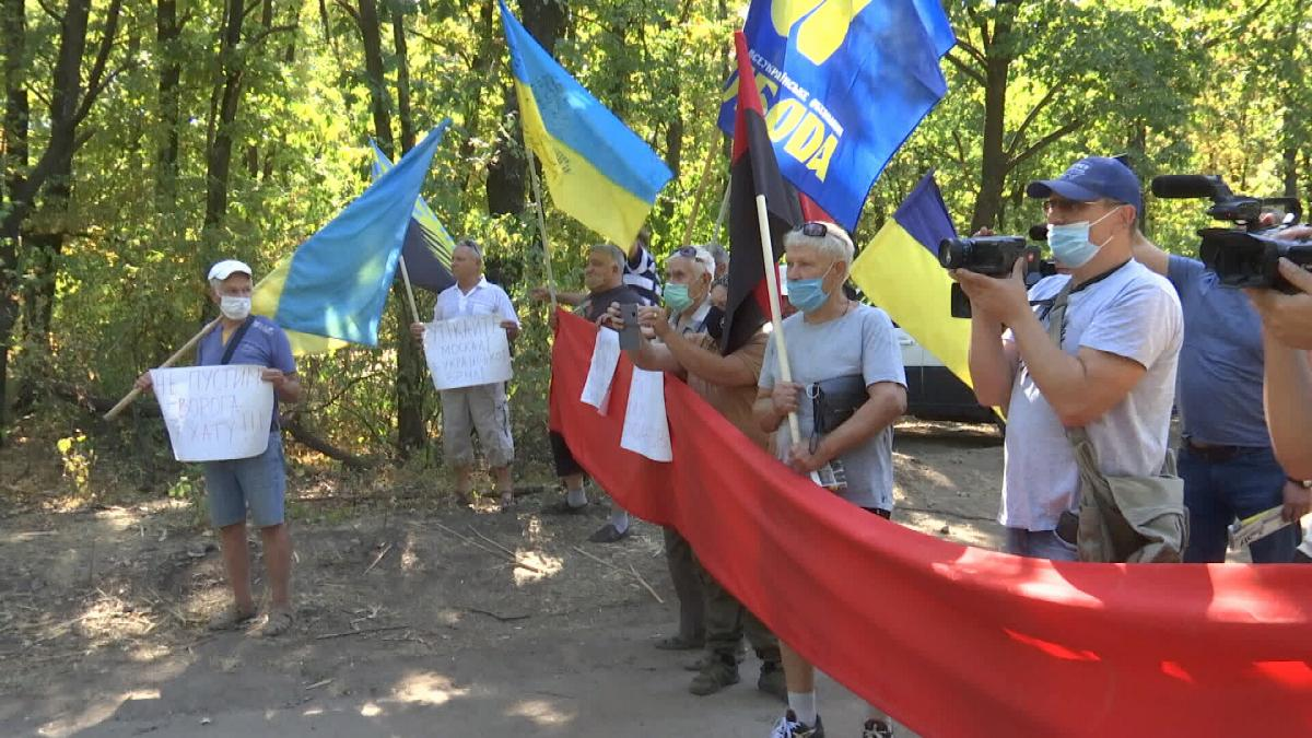 Local patriots rally against joint inspection