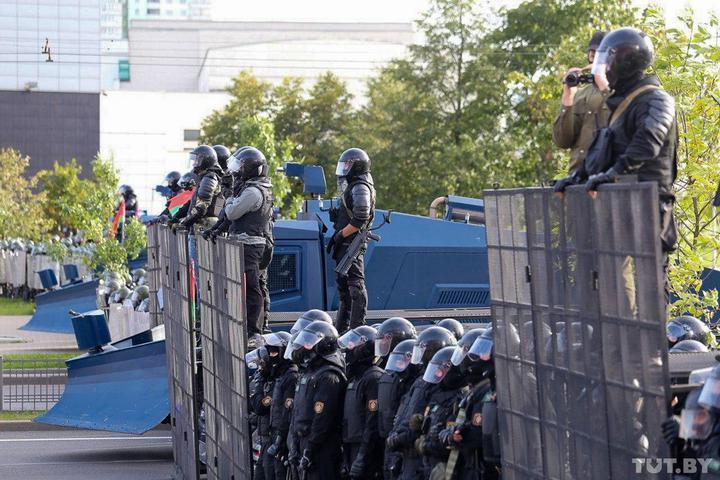 В Беларуси массово задерживают людей/ Фото Tut.by