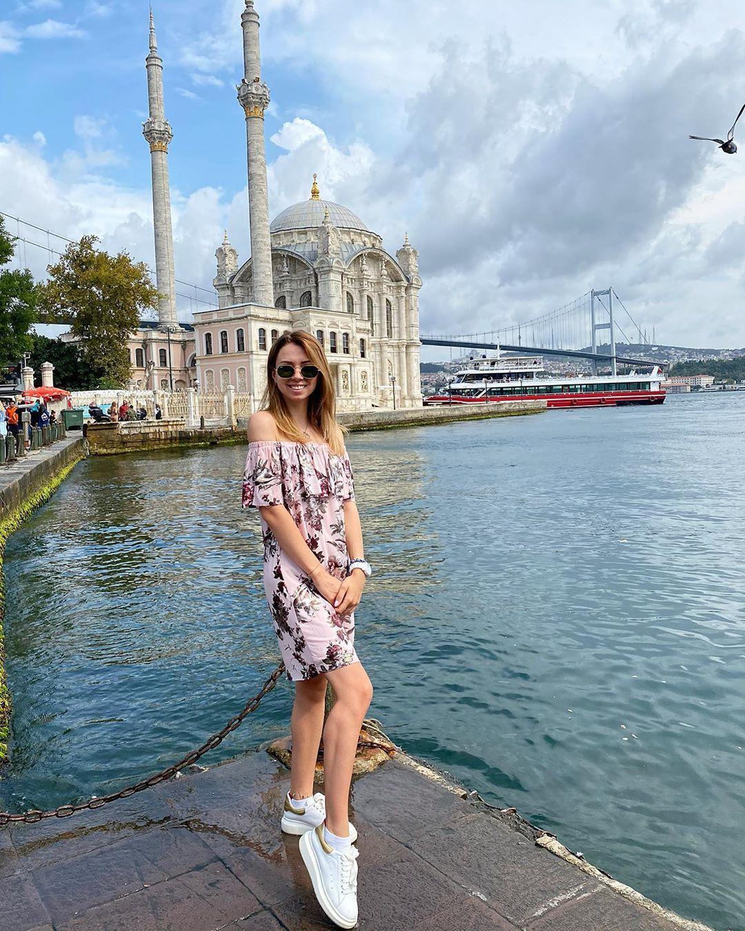 Настя показала,как отдыхает в Турции / фото instagram.com/nastyazinchenko